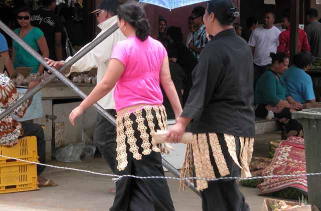 Two women dressed to kikie