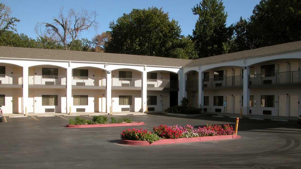 Graceland Hotel